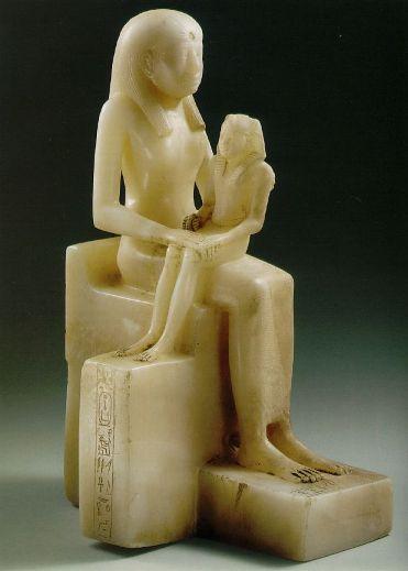 Figurka faraona Pepi II z matką