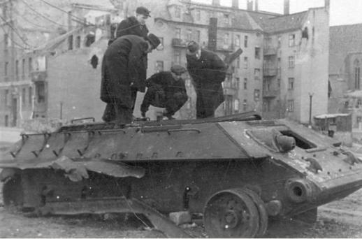 Kamienica Poznań, Królowej Jadwigi 1945