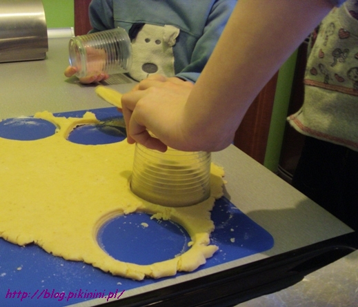 wycinanie ciasteczek