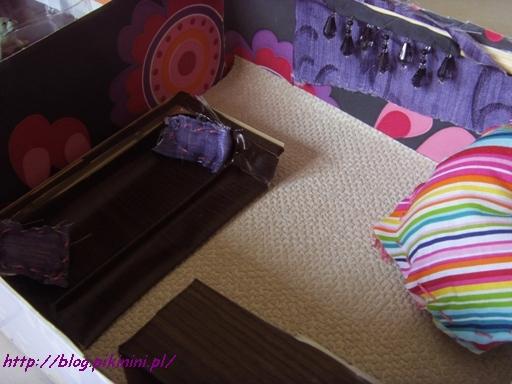 Nowe wnętrze dla lalek z kanapą