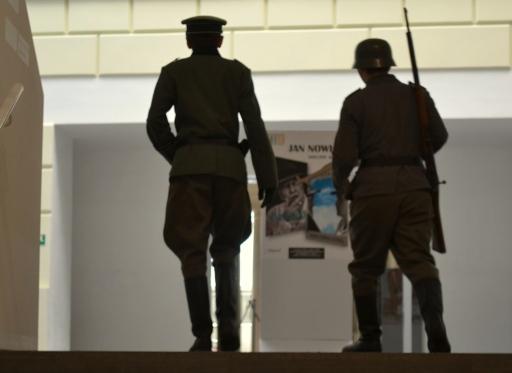 Żołnierze w Bibliotece Raczyńskich